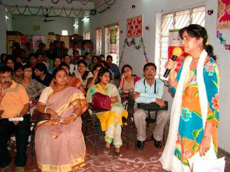 india-mira-speaking-audience-450px