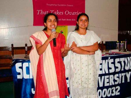 india-two-women-450px