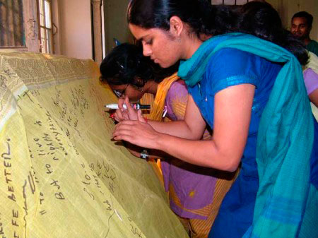 india-writing-on-safi-450px